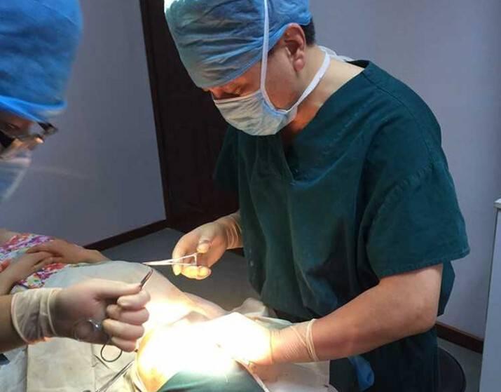 机构柳叶刀医疗美容整形诊所   丁世凯医生是重庆医科大学临床博士
